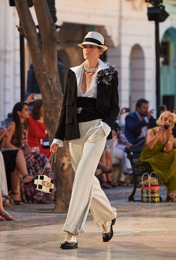 01_Cruise-2016-17-collection---Show-pictures-by-Olivier-Saillant---Look-01