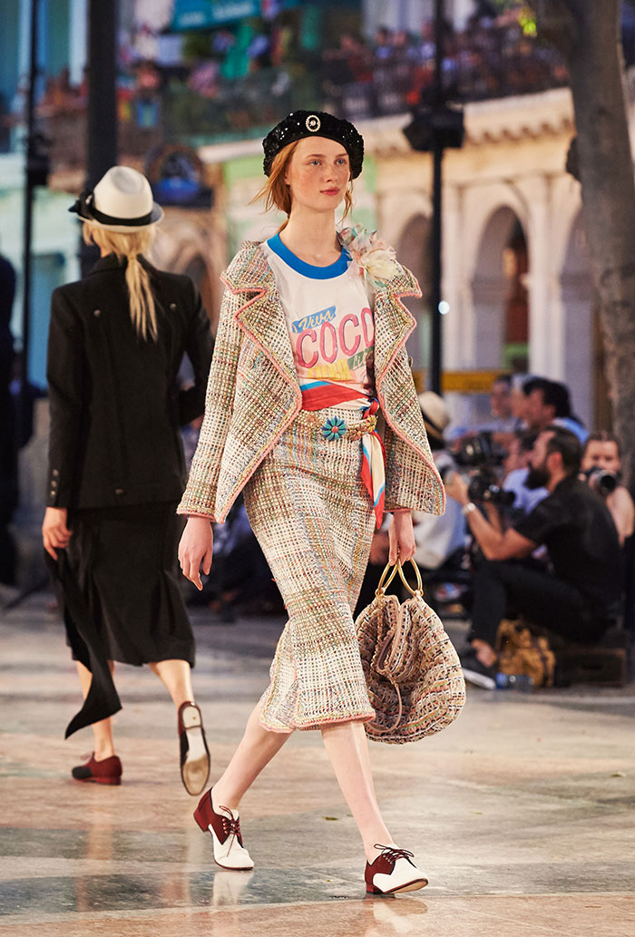 04_Cruise-2016-17-collection---Show-pictures-by-Olivier-Saillant----Look-37